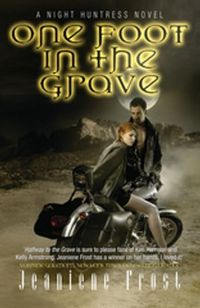 Libro ONE FOOT IN THE GRAVE (NIGHT HUNTRESS #2)